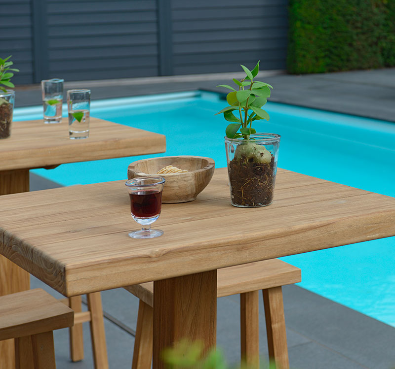 Add some height into your garden with the Michael bar stools. Part of the Max & Luuk range.