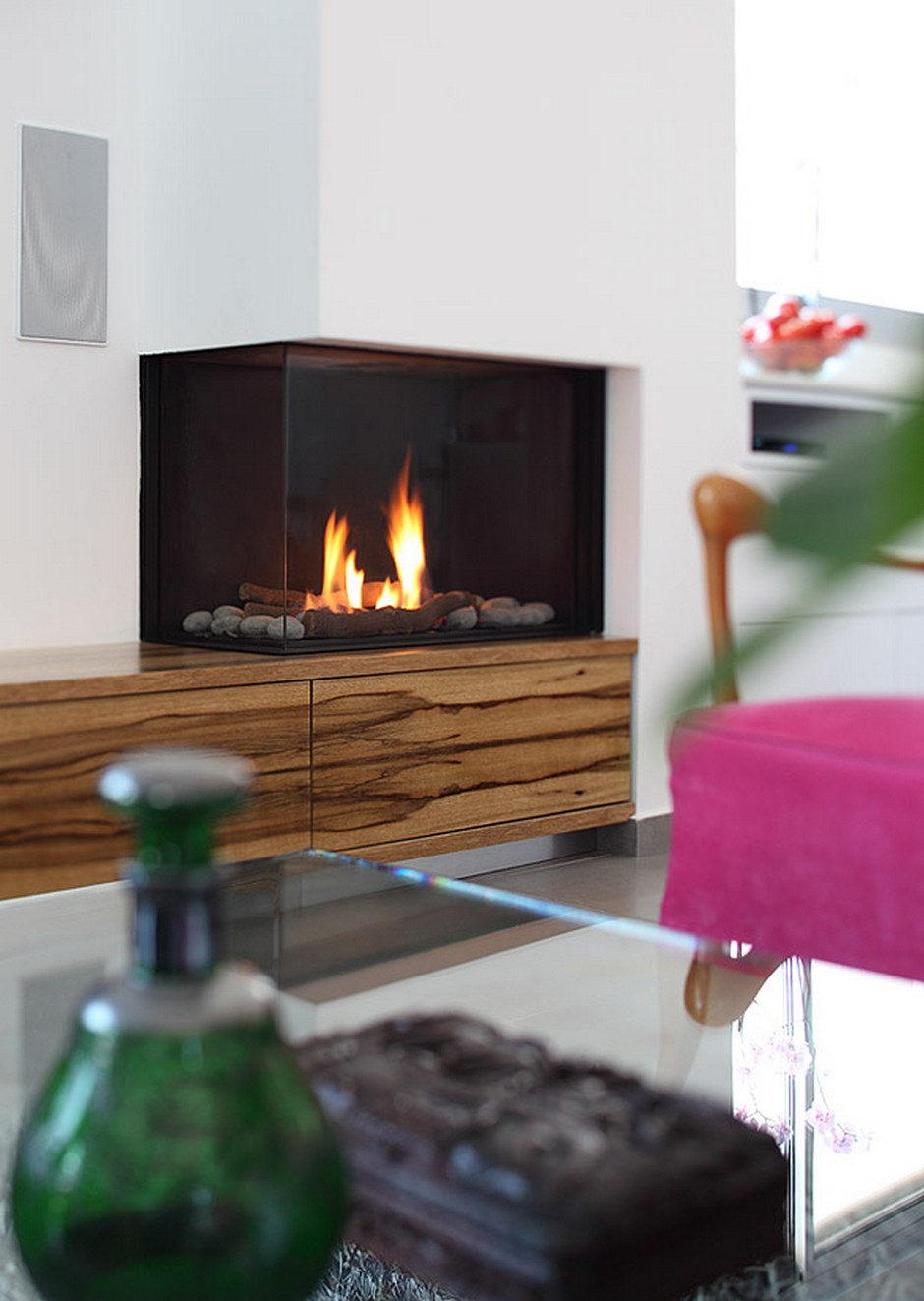 Contemporary-Modern-Glass-Fronted-Gas-Fireplaces-Ortal-Clear-Corner-75