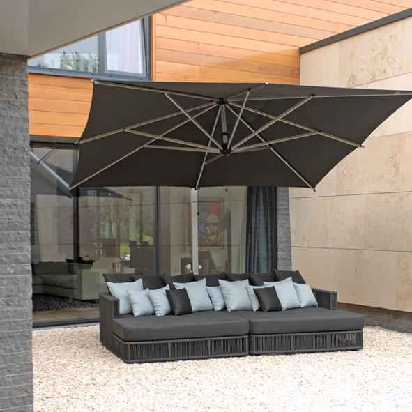 Borek Outdoor – Lincoln Chaise Longue and Rodi Parasol